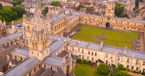 Oxfordské univerzity absoloventky